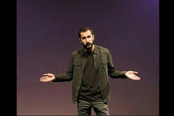 آریان رضایی در تماشاخانه ایرانشهر «دروغ» میگوید