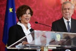 رئیس دادگاه قانون اساسی صدراعظم دولت موقت اتریش میشود