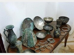 Artefacts rescued by the Iranian police are on display.