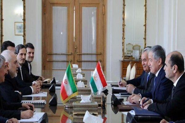 Zarif, Tacikistan Dışişleri Bakanı ile görüştü