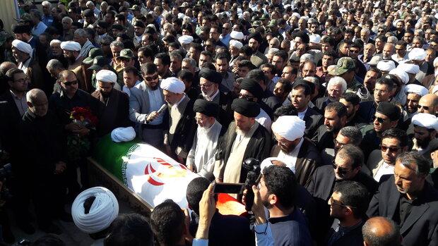 پیکر مطهر امام جمعه شهید کازرون با حضور گسترده مردم تشییع شد