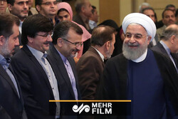 روحانی: با کسی که فرمان مذاکره صادر کند، مذاکره نمیکنیم!