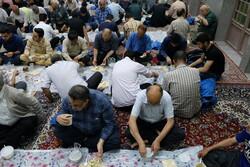 افطار ساده در مسجد محل