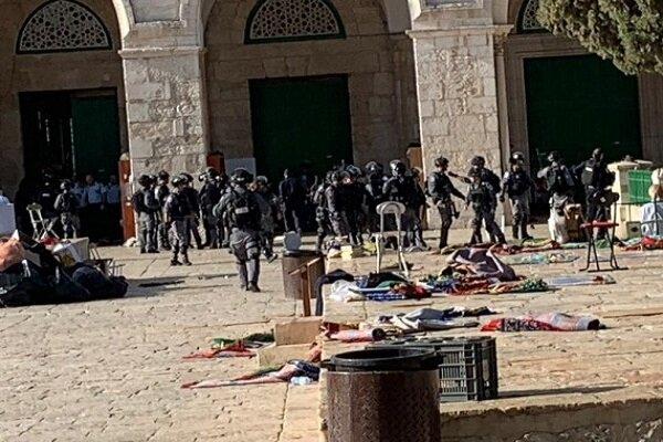 اصابات واعتقالات في صفوف المقدسيين واقتحامات واسعة للمستوطنين