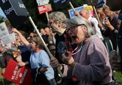 برطانوی پارلیمنٹ کو معطل کرنے کے بعد مظاہرے شروع ہوگئے ہیں