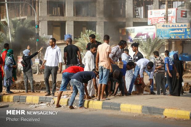 سوڈان میں مظاہرین کا فوجی حکومت کے خلاف سول نافرمانی مہم کا اعلان