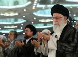تہران میں رہبر معظم انقلاب اسلامی کی امامت میں نماز عید سعید فطر ادا کی گئی