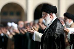 اقامة صلاة عيد الفطر في طهران بإمامة قائد الثورة الاسلامية/صور