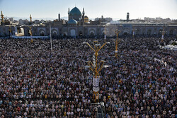 حرم رضوی میں نماز عید سعید فطرکی  ادائیگی