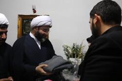 اهدای عبا و عطر شهید خرسند به رئیس سازمان تبلیغات اسلامی کشور