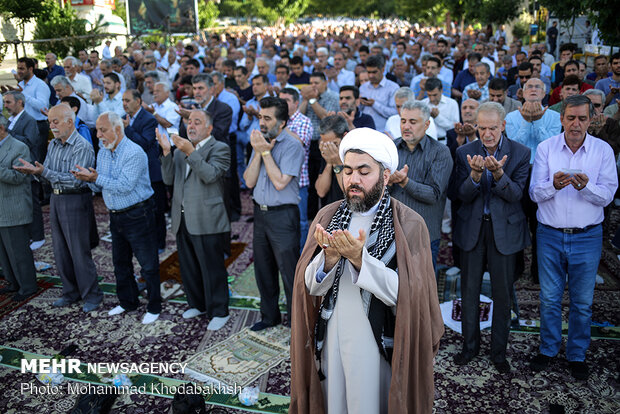 ایران میں آج عید سعید فطر مذہبی عقیدت و احترام کے ساتھ منائی جاری ہے