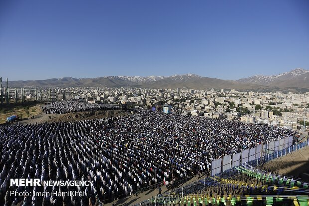 Eid al-Fitr prayers in Hamedan prov.