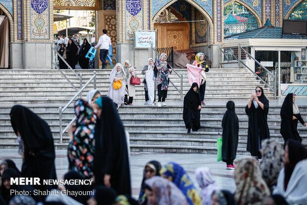 Tahran'ın İmam Zadeh Saleh Türbesi'nde Bayram Namazı