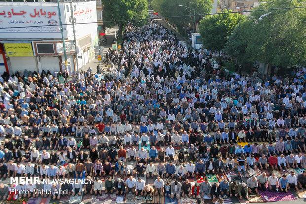 Tebriz kentinde Bayram namazı coşkusu