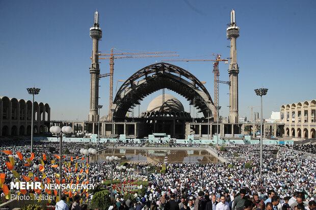 Leader leads Eid al-Fitr prayers
