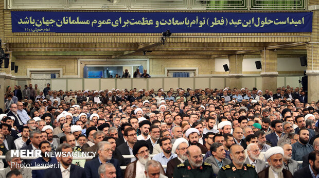 دیدار جمعی از مسئولان نظام و سفرای کشورهای اسلامی با رهبر انقلاب