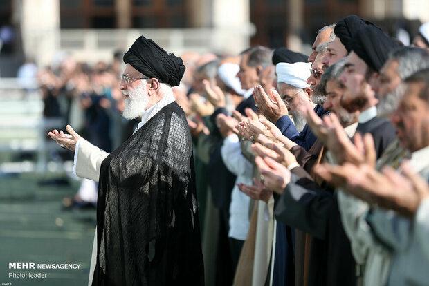 Leader leads Eid al-Fitr prayers in Tehran