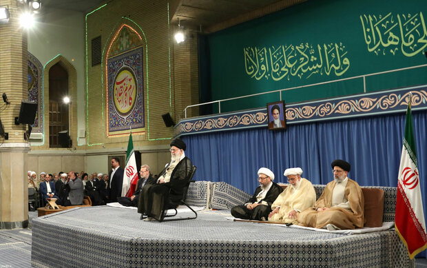 Leader's meeting with government officials, Islamic countries' envoys