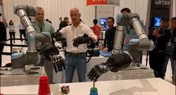 دستکش هایی که بازوی رباتیک را کنترل می کنند