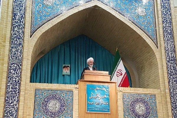 رئیس جمهور آمریکا کفار جهان را علیه ایران متحد کرده است