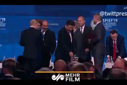 VIDEO: Chinese Pres. Xi almost falls off stage in Russia