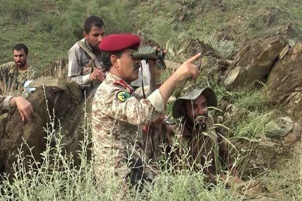 یمنی وزیر دفاع کا سعودی عرب کے اندر محاذ کے اگلے مورچوں کا دورہ