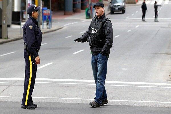 کینیڈا میں ہیلووین کے تہوار کے موقع پر ایک شخص نے تلوار سے 2 شہریوں کو ہلاک کردیا