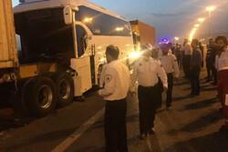 تصادف اتوبوس با پراید در ساری ۱۶ مصدوم داشت