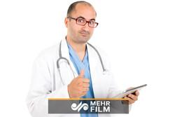 آواز خوانی یک دکتر برای بیمارش