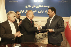 Akbar Eftekhari (1st R), the deputy secretary of Iran's Free Zones High Council, shaking hand with Mostafa Abdulrahman Abdullah, president of the Importer and Exporter Union of Iraqi Kurdistan region, after signing a memorandum of understanding in Tehran.