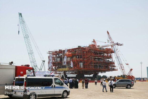 به آب سپاری چهارمین سکوی گازی فاز ۱۴ پارس جنوبی
