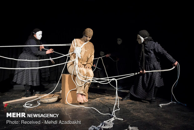 """مسرحية """"السلام"""" على خشبة مسرح إيران"""