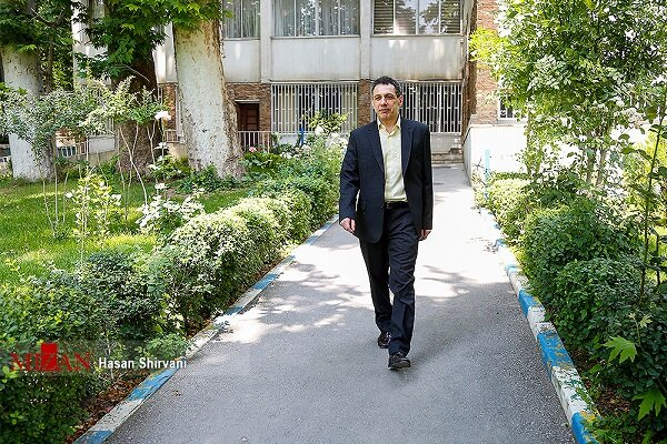 Movements before Nizar Zakka's departure from Tehran