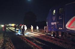 بیاحتیاطی موتورسوار و برخورد با قطار در شاهرود/ ۲ نفر جان باختند