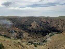 بخش عظیمی از مراتع روستای شریف آباد بیجار در آتش سوخت