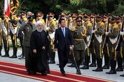 Japonya Başbakanı Tahran'da resmi törenle karşılandı