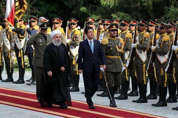ایرانی صدر کا سعد آباد محل میں جاپان کے وزیر اعظم کا باقاعدہ استقبال