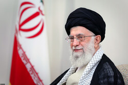 قائد الثورة: الشعب الإيراني يريد العزة والاستقلال ولا تأثير لضغوط الظالمين