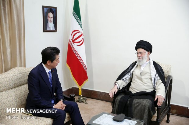 Japanese PM meets Leader of Islamic Revolution