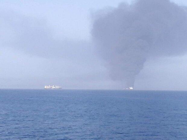 البحریة الإيرانية تنقذ 44 بحاراً أجبنياً من ناقلتي النفط في بحر عمان