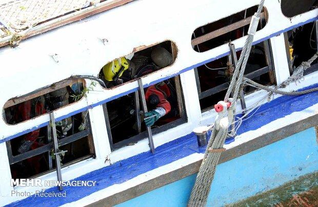 بیرون کشیدن قایق غرق شده از دانوب