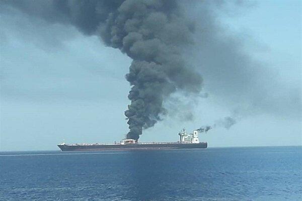 نجات ۴۴ دریانورد خارجی بعد از حریق دو نفتکش در دریای عمان