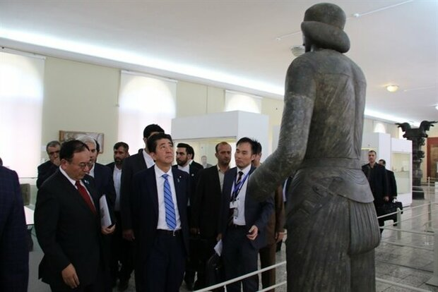 Japanese PM visits National Museum of Iran