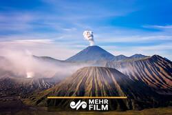 انڈونیشیا میں آتش فشاں پہاڑ سے لاوا نکلنے لگا