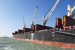 تخلیه کشتی ۳۳هزارتنی شکرخام در بندرامام/ چند کشتی دیگر در راه است