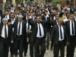 پاکستانی ججز کے خلاف ریفرنس کی سماعت کے موقع پر وکلا کی ہڑتال