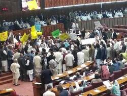 پاکستان میں وفاقی  اسمبلی کا بجٹ اجلاس ہنگامہ آرائی کی نذر ہوگیا
