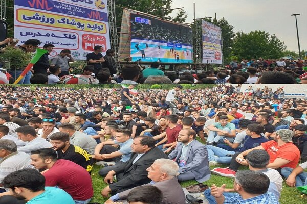 هزاران ارومیه ای بازی ایران و کانادا را در پارک ها تماشا کردند