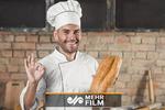 ابتکار جالب یک نانوا برای فرار از گرما!