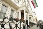 چند معترض مسیر ورود به سفارت ایران در انگلیس را بستند